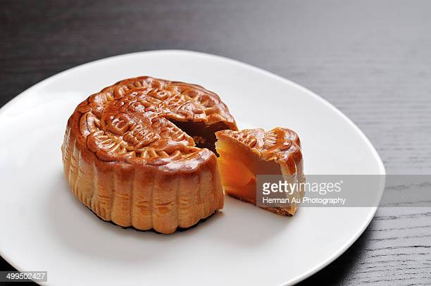 mid-autumn festival moon cake - moon cake stock pictures, royalty-free photos & images