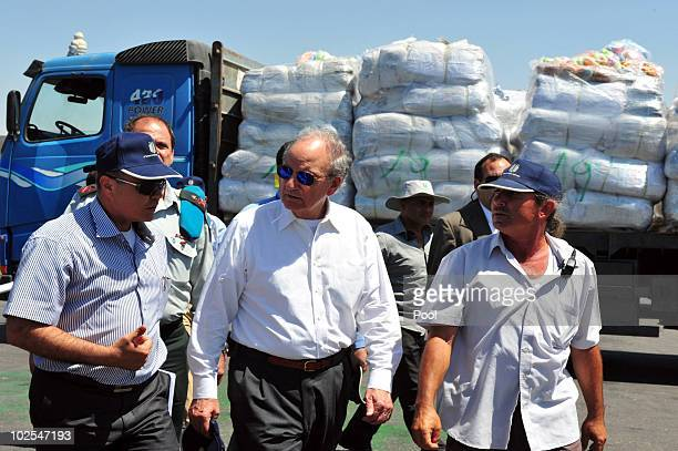 Middel East envoy, former U.S. Sen. George Mitchell , walks at the Kerem Shalom crossing June 30, 2010 on the border of Israel and the gaza Strip....