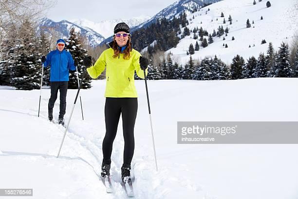 Casal de Meia Idade Country Esqui Nórdico