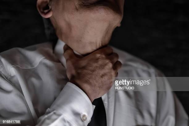 middle aged man with sore throat - throat photos fotografías e imágenes de stock