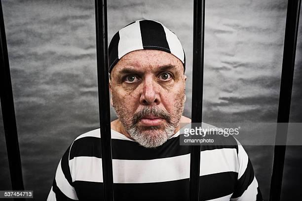 milieu âgé blanc homme en prison - prisonnier photos et images de collection