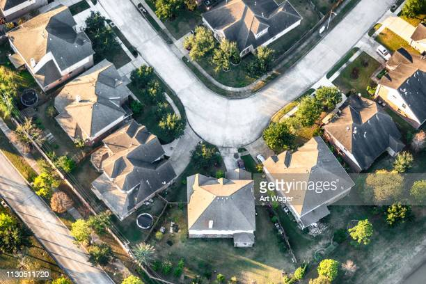 middle class houston neighborhood aerial - cul de sac stock pictures, royalty-free photos & images