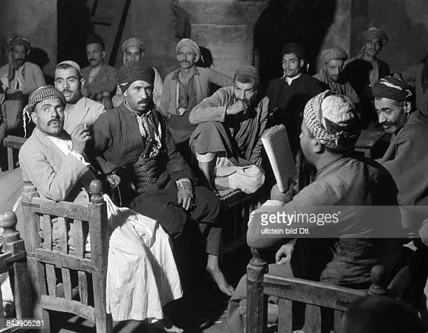 Middle East Arab storyteller in coffeehouse Photographer Max Ehlert 1935Vintage property of ullstein bild