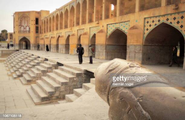 middle east bridge from silk road era beautiful architecture - khaju bridge of isfahan, iran - ザーヤンド川 ストックフォトと画像