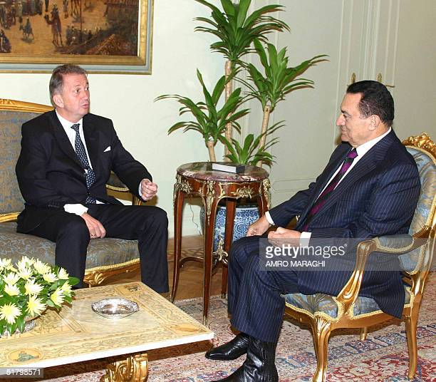 Middle East Envoy Terje RoedLarsen meets with Egyptian President Hosni Mubarak in Cairo 28 November 2004 RoedLarsen is touring the Middle East to...