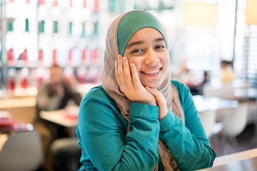 Middle Eastern girl - gettyimageskorea