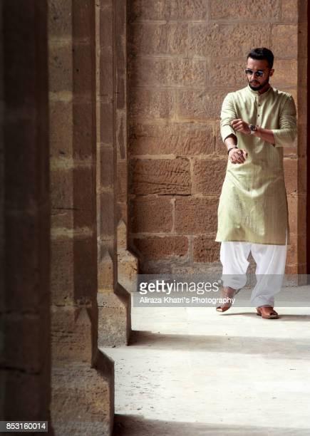 Middle Eastern India Pakistan Men's wear style