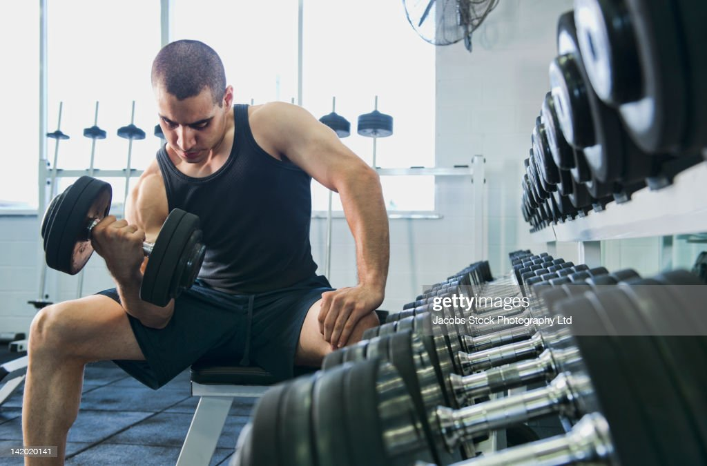 Middle Eastern man exercising with dumbbells : ストックフォト