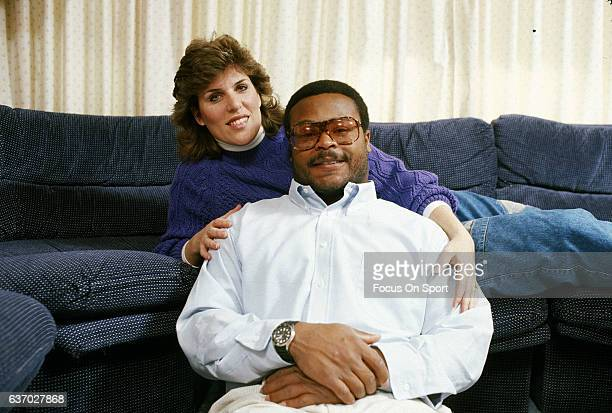 Middle Linebacker Mike Singletary of the Chicago Bears poses for this portrait at home with his wife Kim Singletary circa 1985 Singletary played for...