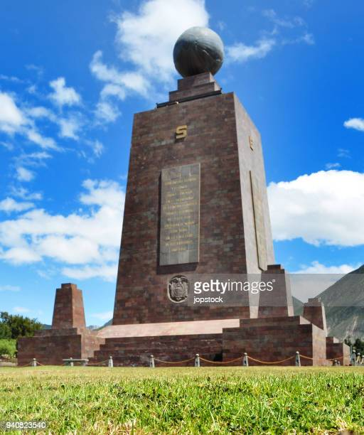 middle of the world monument in quito city, ecuador - breitengrad stock-fotos und bilder