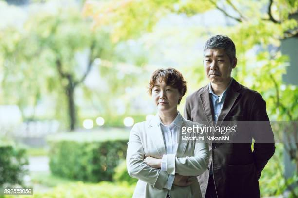 中年のアジア ビジネス チームの肖像画
