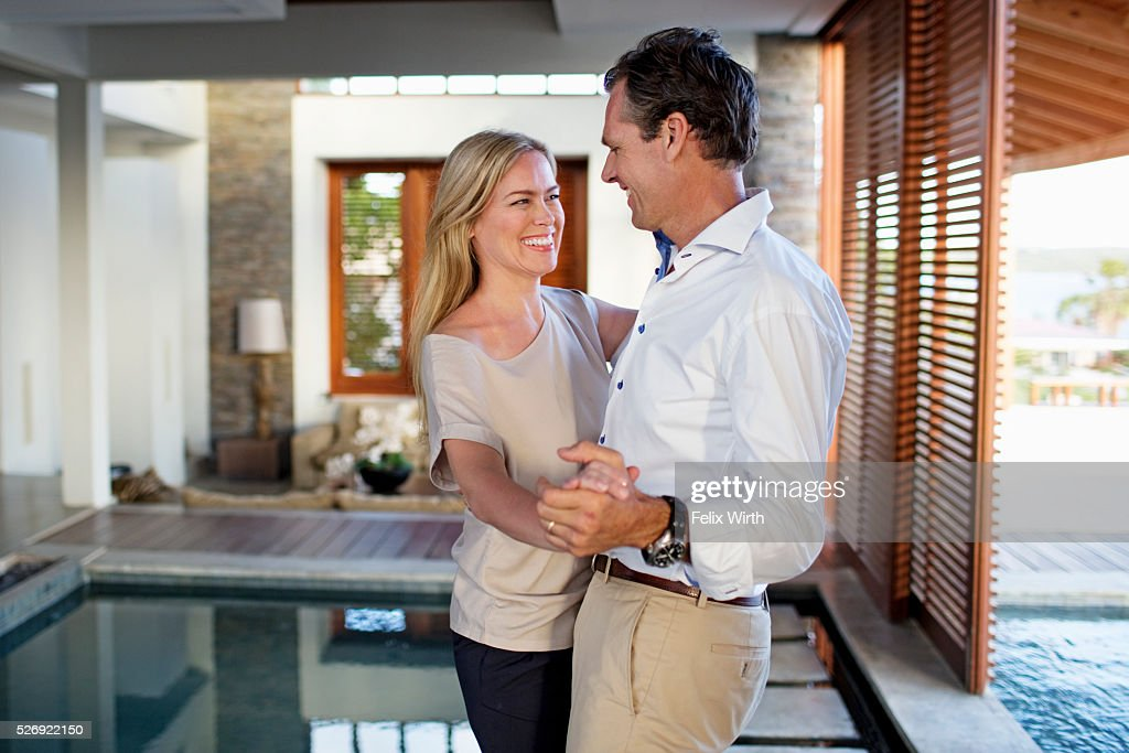 Middle-aged couple dancing at home : Foto de stock