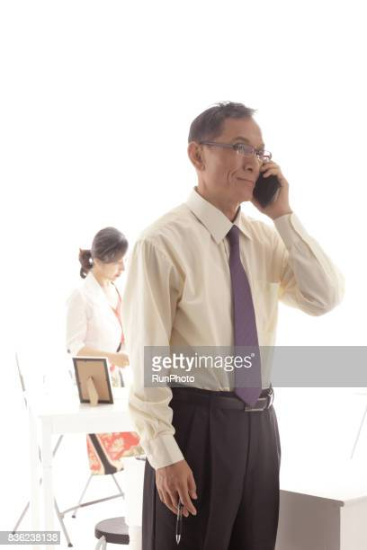 Middle-aged men who are calling by smartphone