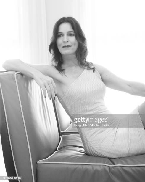 middle-aged woman sitting in front of a window, medium shot - sergi albir fotografías e imágenes de stock