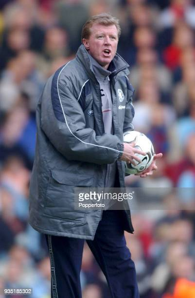 Middlesbrough manager Steve McClaren reacts from the touchline during the FA Barclaycard Premiership match between West Ham United and Middlesbrough...