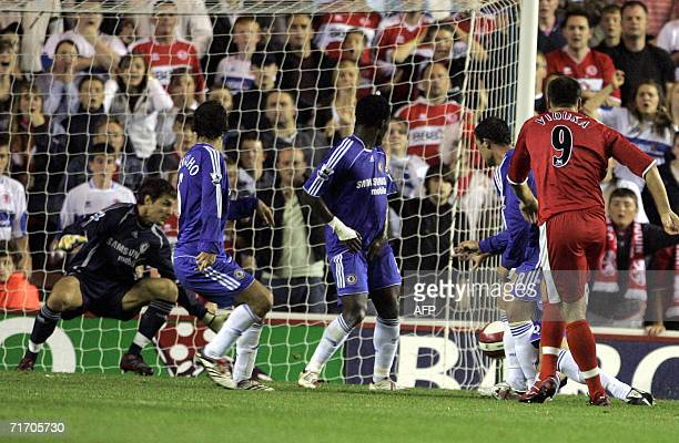 Middlesbrough's Australian Mark Viduka right scores the winning goal against Chelsea during their English Premiership soccer match at The Riverside...