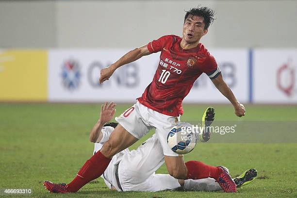 Midfield Zheng Zhi of Guangzhou Evergrande competes the ball during the AFC Asian Champions League match between the Guangzhou Evergrande and Kashima...