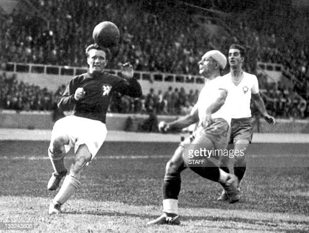 Midfielder Jan Riha from Czechoslovakia and Brazilian defender Da Guia Domingos eye the ball 12 June 1938 in Bordeaux during the World Cup...