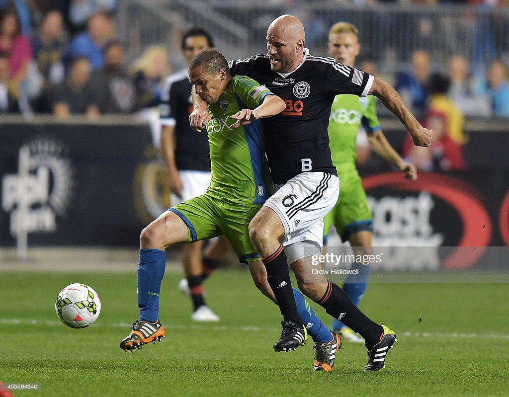 Midfielder Osvaldo Alonso #6 of the Seattle Sounders FC and forward Conor Casey #6 of the Philadelphia Union race for the ball during the 2014 U.S. Open Cup Final at PPL Park on September 16, 2014 in Chester, Pennsylvania. The Sounders won 3-1.