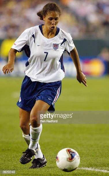 Midfielder Shannon Boxx of USA dribbles the ball against Nigeria during the FIFA Women's World Cup match at Lincoln Financial Field on September 25...