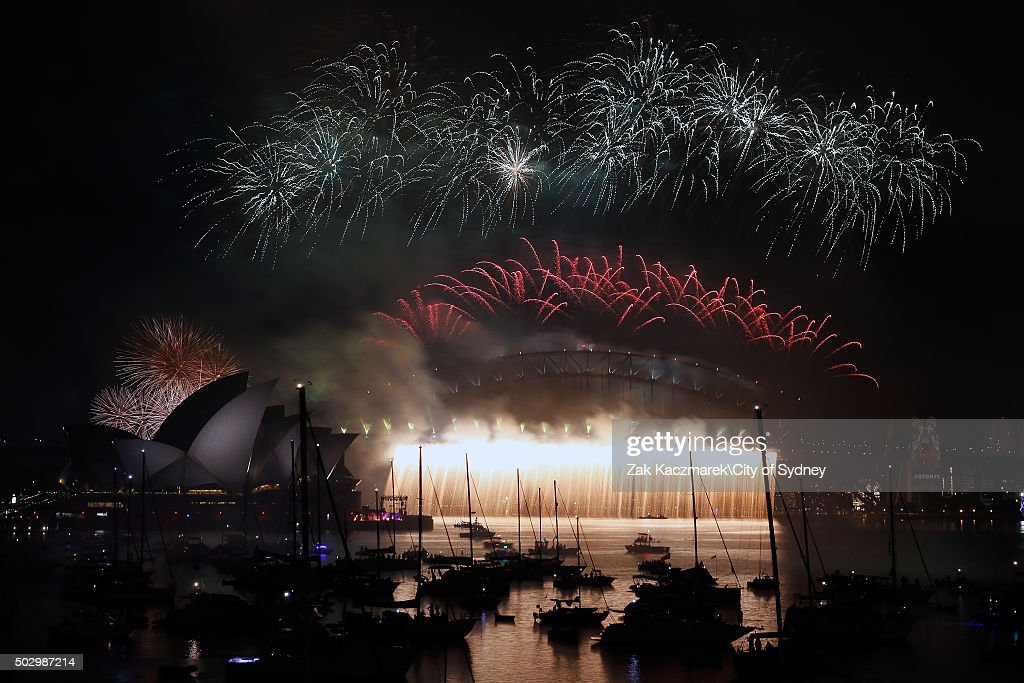 City Of Sydney Celebrates New Year's Eve 2015 : News Photo