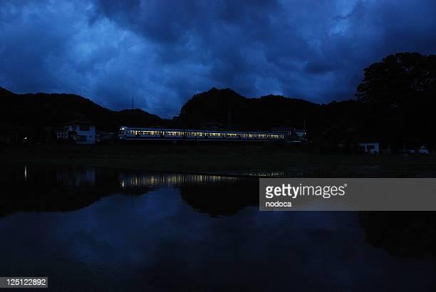 midnight train - 真夜中 ストックフォトと画像