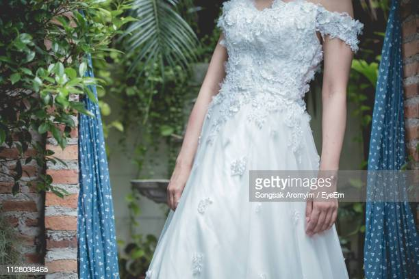midsection of bride in wedding dress - off shoulder stock pictures, royalty-free photos & images