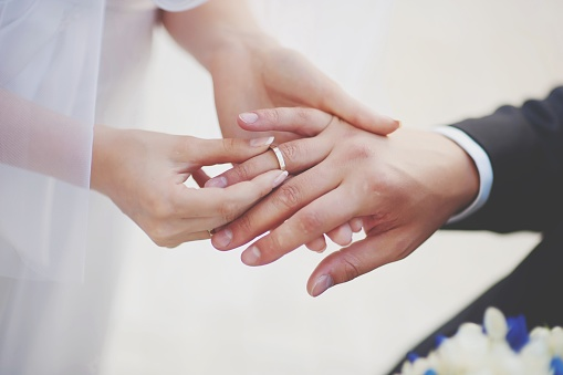 Midsection Of Couple Exchanging Wedding Ring - gettyimageskorea