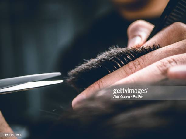 midsection of man cutting hair at barber - parrucchiere foto e immagini stock