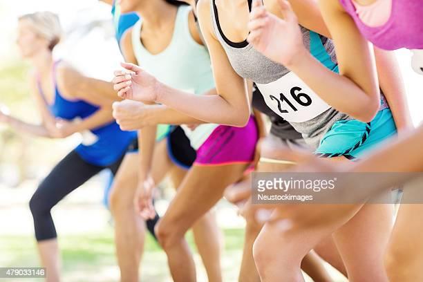 Bauchgegend des Marathon-Läufer auf der Startlinie
