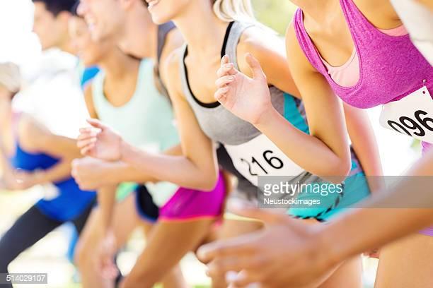 Parte Mediana de maratona corredores na linha de partida