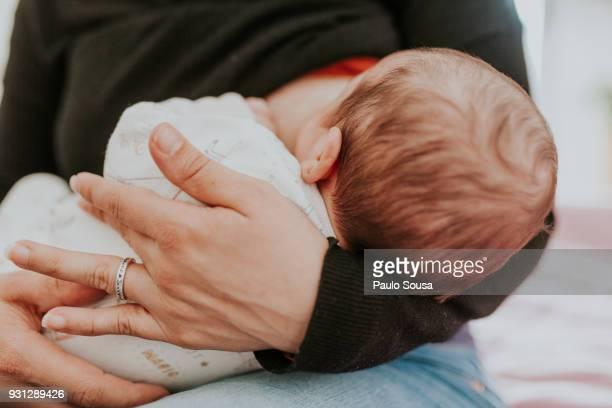 midsection of woman breastfeeding baby - breastfeeding stockfoto's en -beelden