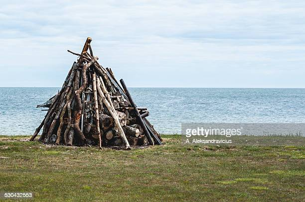 midsummer bonfire in baltic beach - a midsummer nights dream stock pictures, royalty-free photos & images