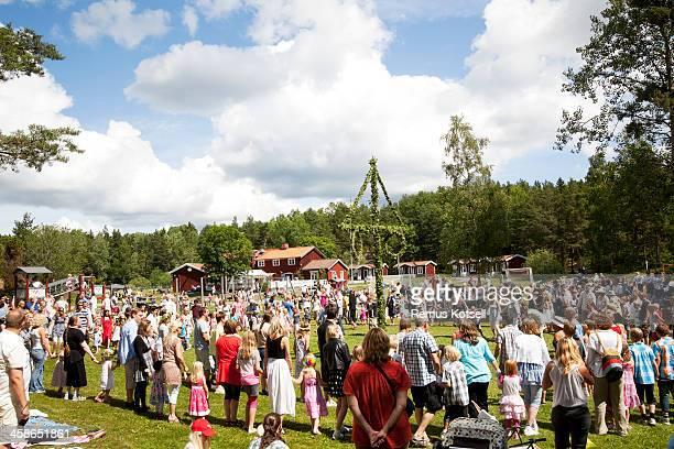 midsummer celebration - midsummer sweden stock pictures, royalty-free photos & images