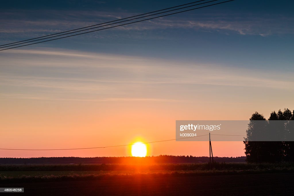 Midsummer Sonnenuntergang auf dem Rasen : Stock-Foto