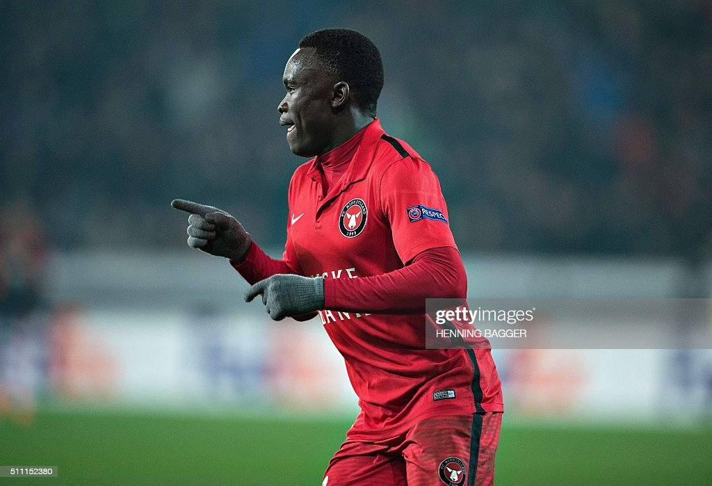 FC Midtjylland's forward Pione Sisto celebrates scoring the 1-1 goal during the UEFA Europa League Round of 32 football match between Manchester United and FC Midtjylland in Hernin on February 18, 2016. / AFP / Scanpix Denmark / Henning Bagger / Denmark OUT