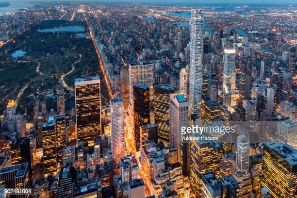 midtown from above at twilight - パークアベニュー ストックフォトと画像