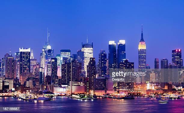 Midtown Manhattan Skyline bei Nacht in New York, USA