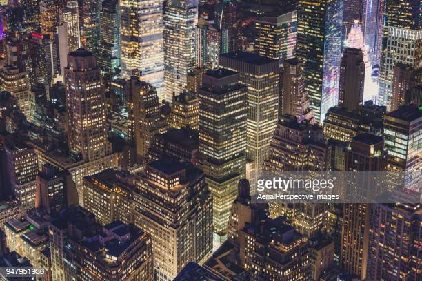 midtown manhattan night - börse new york stock-fotos und bilder
