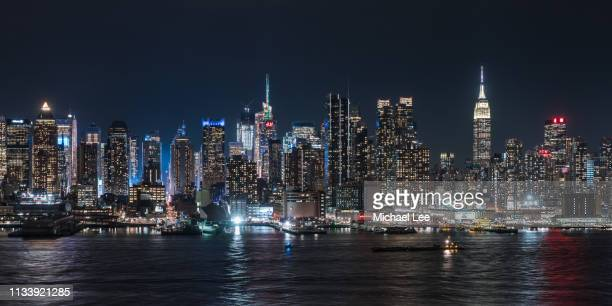 midtown manhattan night skyline - new york - hudson river stock pictures, royalty-free photos & images