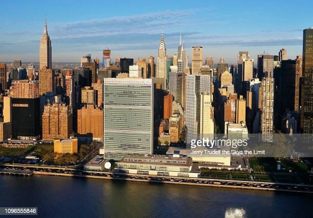 midtown manhattan - 国連本部ビル ストックフォトと画像