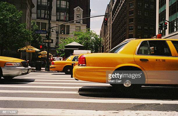midtown manhattan street with taxis - taxi stock pictures, royalty-free photos & images