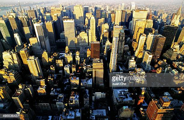 midtown skyline of new york city - xuan che stock pictures, royalty-free photos & images