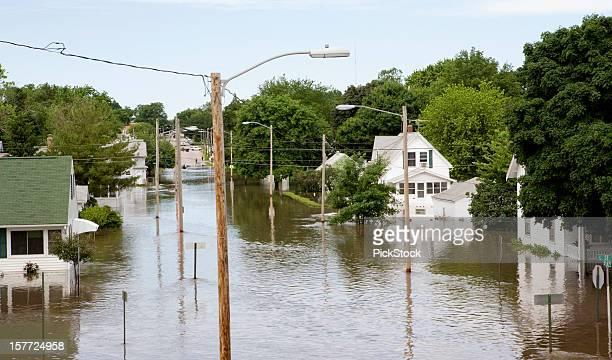 中西部の洪水 - シダーラピッズ ストックフォトと画像