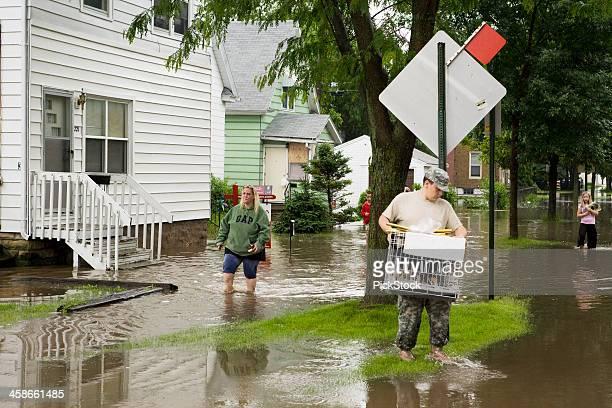 中西部洪水被災者 - シダーラピッズ ストックフォトと画像