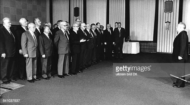 Mielke Erich *Politiker DDR Minister fuer Staatssicherheit Armeegeneral Mitglied des Politbueros des ZK der SED das Politbuero des ZK der SED...