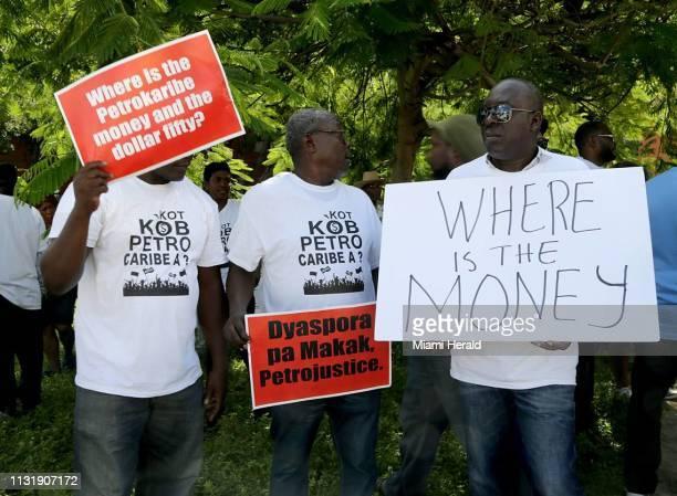 Miembros de la comunidad haitiana del sur de la Florida participaron en PetroCaribe Challenge una campaña contra la corrupción que comenzó en las...