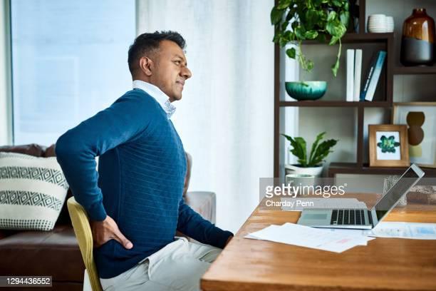 新しい椅子が必要かも - 下背部 ストックフォトと画像