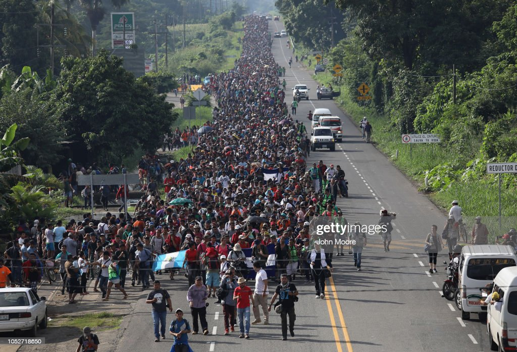 Migrant Caravan Crosses Into Mexico : Nachrichtenfoto