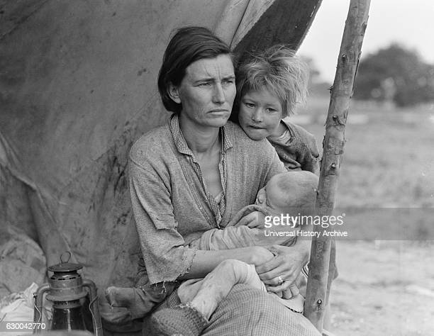 Migrant Mother, Florence Thompson, with Two of her Children in Tent at Migrant Camp, Nipomo, California, USA, Dorothea Lange for Farm Security...
